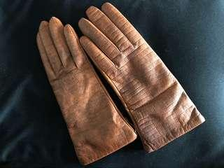 Dents Women's cashmere lined leather gloves sized UK8