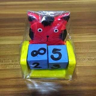 Wooden Calendar Stand 貓咪月歷座(木製)