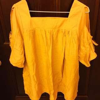 🚚 黃色短袖露肩上衣