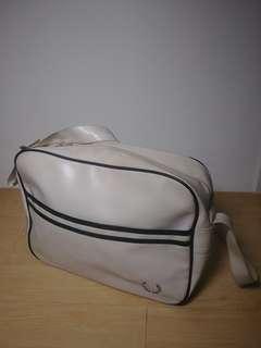 Tas Selempang Fred Perry  Sling bag Fredperry Unisex Warna White Putih