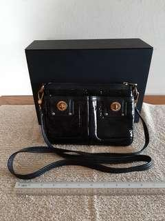 AUTHENTIC MARC JACOBS SLING MESSENGER BAG - BLACK  PATENT LEATHER - CLEAN INTERIOR - GOOD CONDITION - (BOUGHT OVER RM 2000+)