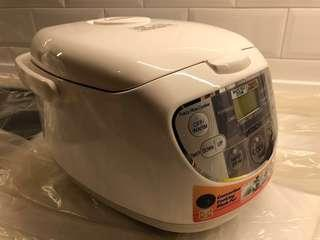 Hitachi Rice Cooker