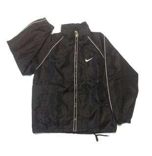 • jaket Nike