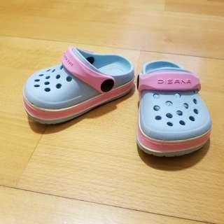 Baby shoes (like crocs) 鞋 涼鞋 游水