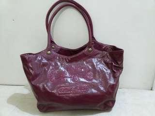 "Coach紫紅色手袋(19""x11""H)"
