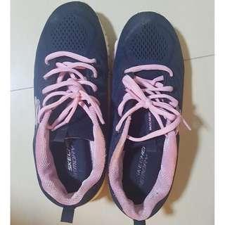 Sketchers memory foam shoes