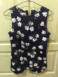 Preloved top in floral