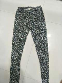 Limited edition pre-loved ZARA Girls leggings / tights in unique flowery design