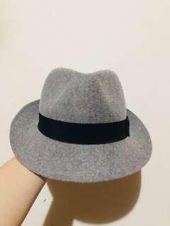 🚚 灰色紳士搭配帽