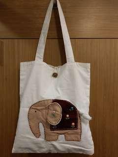 🚚 文青風大象長方型白色側背袋 (棉布材質)