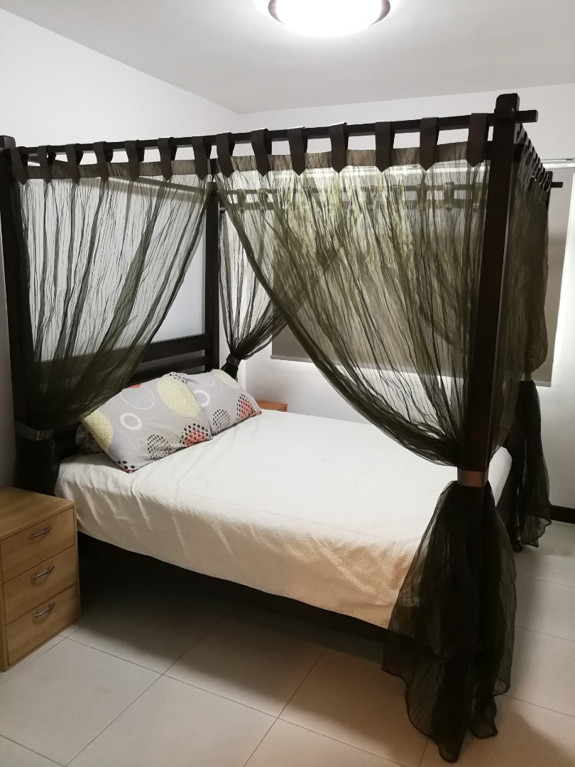 Picture of: Queen Size 4 Poster Bed Furniture Beds Mattresses On Carousell