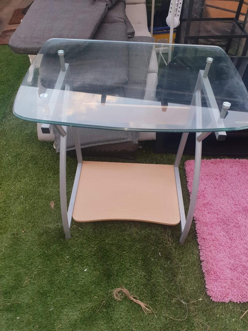Desk as new condition $40ono pickup willetton area or may deliver