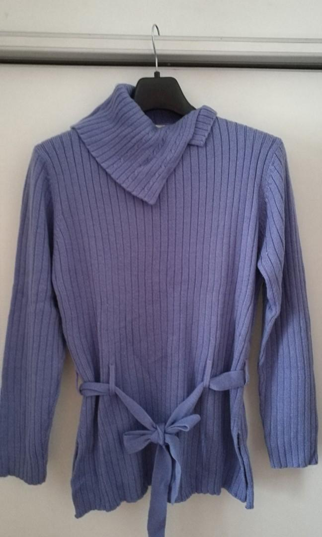 Light sweater (bluish purple) size L