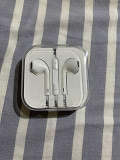 Apple EarPods 配備 3.5mm 插頭