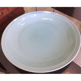 "vintage green 18"" diameter decorative plate"