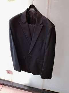 🚚 CAUDI西裝外套+西裝褲(質料佳、原價六千多、結婚只穿一次)