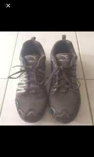 Reprice Diadora running shoes