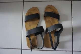 Sepatu Sandal Charles & Keith