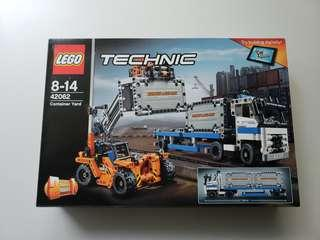 Lego Technic 2in1 Container Yard