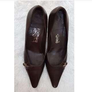Reprice Ferragamo elegant/classy pointed shoes