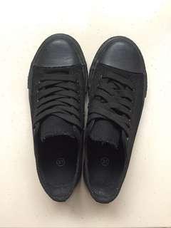 🚚 二手帆布鞋