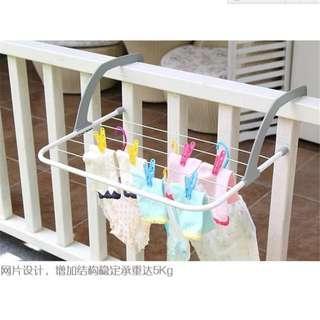 Balcony folding hanger