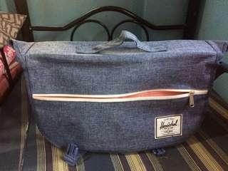 Herschel Pop Quiz Messenger