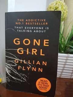Gone Girl (large print paperback)