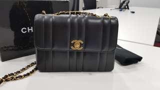 Authentic Chanel Vintage vertical quilts flap bag!!