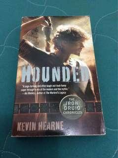 Kevin Hearne - Hounded
