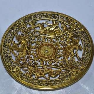 VINTAGE ANTIQUE HIGHLY DETAILED SOLID BRASS PLATE
