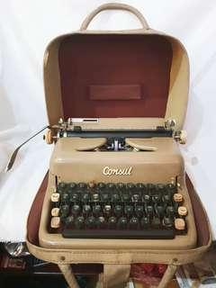 Antique 50's Type-Writter