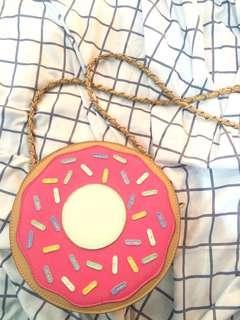 Doughnut slingbag