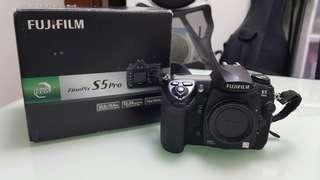 Fujifilm S5 pro + MB-D200