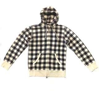 • jaket hoodie Uniqlo