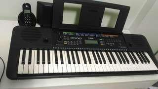 Yamaha electric piano PSR E253