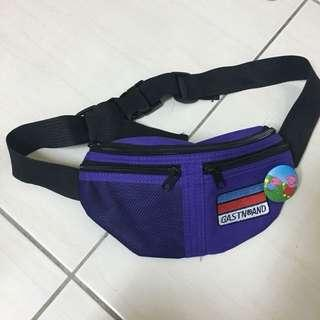 含郵/霹靂 紫色 腰包