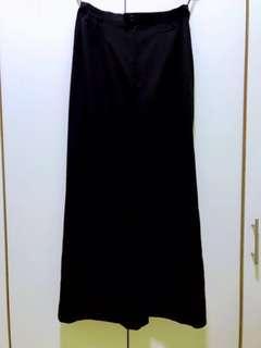 Exec's Black Skirt