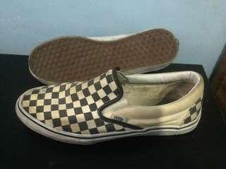 Vans slip on cheecker board black& white
