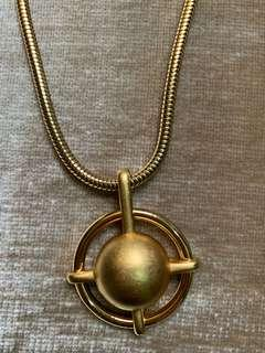 Long chain Monet necklace with round pendant