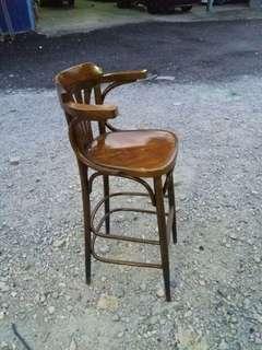 Kerusi tinggi untuk kaunter .. antik