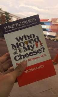 Buku bisnis motivasi bestseller Who Moved My Cheese - Spencer Johnson, M.D.