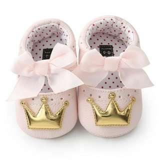 Pink prewalker shoes with gold 👑
