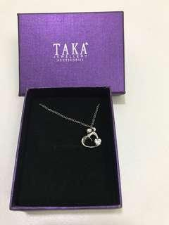 Necklace with heart shape pendant