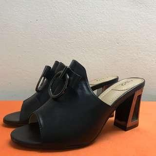CR2 Black Heel