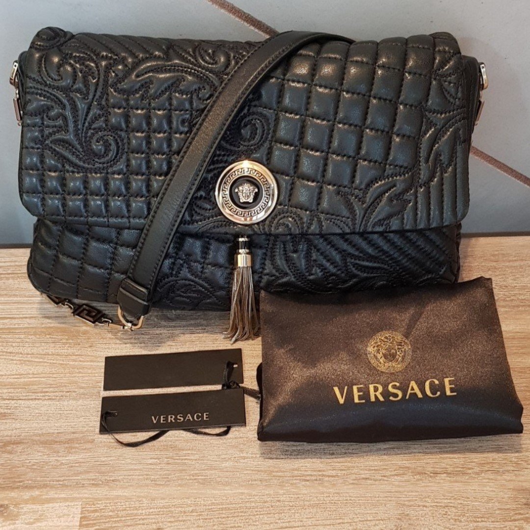 8cb1c4277eb $490 Flap Bag R.P. $3,800, Luxury, Bags & Wallets, Handbags on Carousell