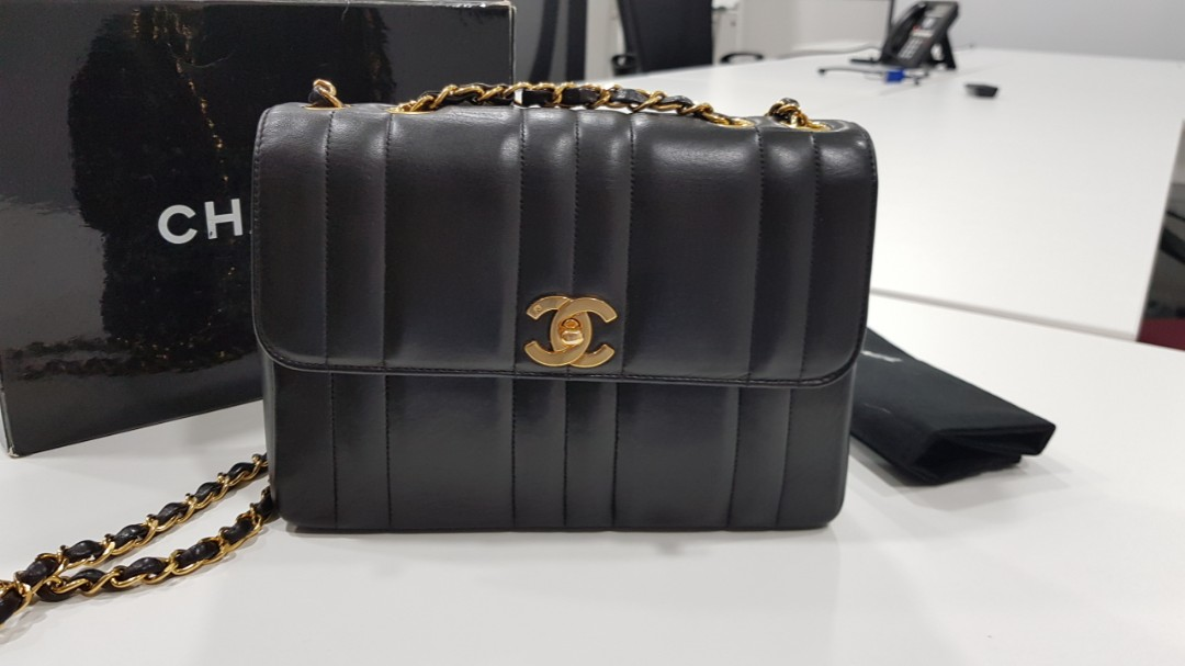 1fa55895125d Authentic Chanel Vintage vertical quilts flap bag!!, Luxury, Bags ...