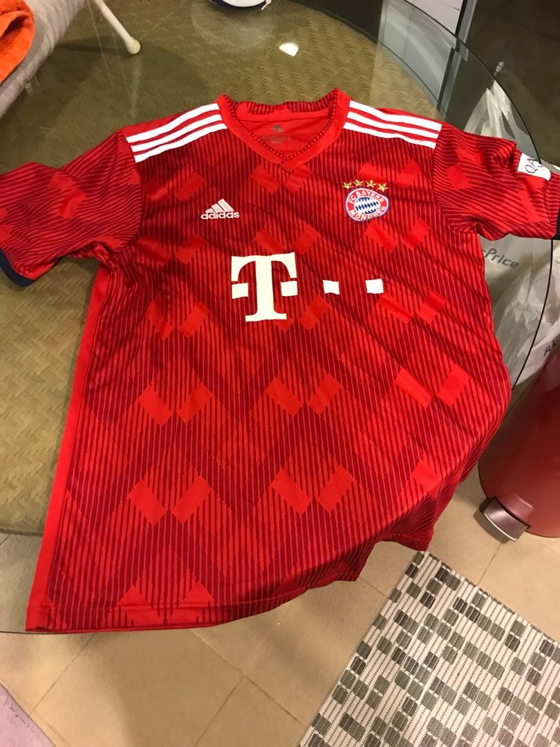 uk availability 83aad 8a9cb Bayern Munich 2018/2019 Official Replica Jersey (L) on Carousell