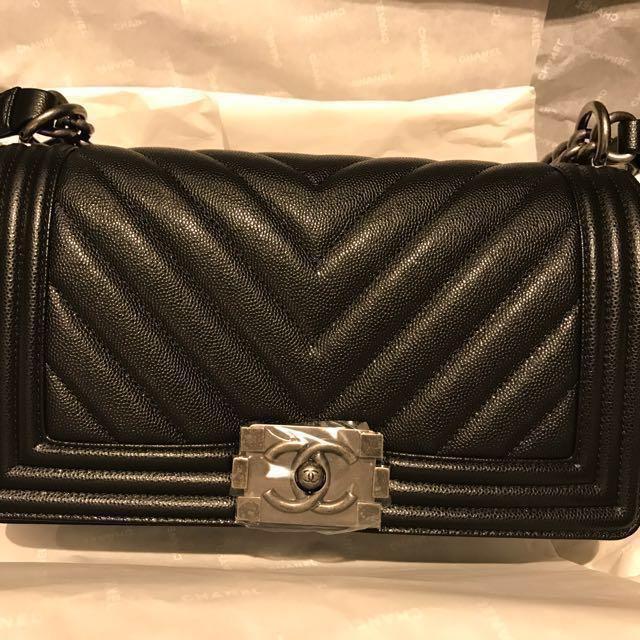 de5e9c43d93e51 Chanel Chevron Boy Caviar RHW, Luxury, Bags & Wallets on Carousell