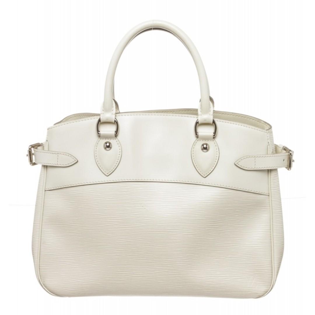 a09d4256a53 Louis Vuitton Vintage Epi Leather Passy PM Bag
